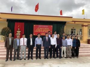 Lãnh đạo huyện Nam Trực dự lễ phát động Tết trồng cây, trao tặng các công trình xã hội hóa tại trường THCS Hoàng Ngân xã Tân Thịnh